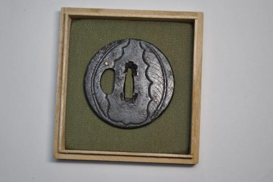 時代刀装具鍔菊葉図